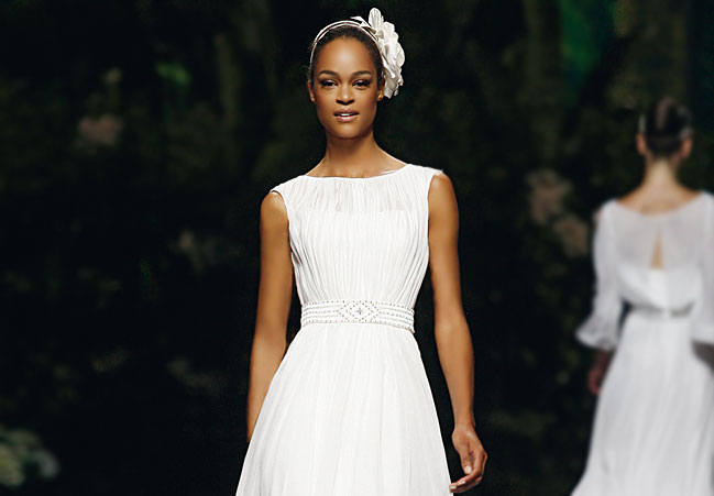 Hochzeitskleid mit verziertem Gürtel