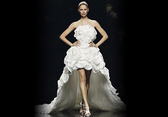 Hochzeitskleid vorne kurz, hinten lang