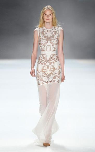 weißes Abendkleid, durchbrochen