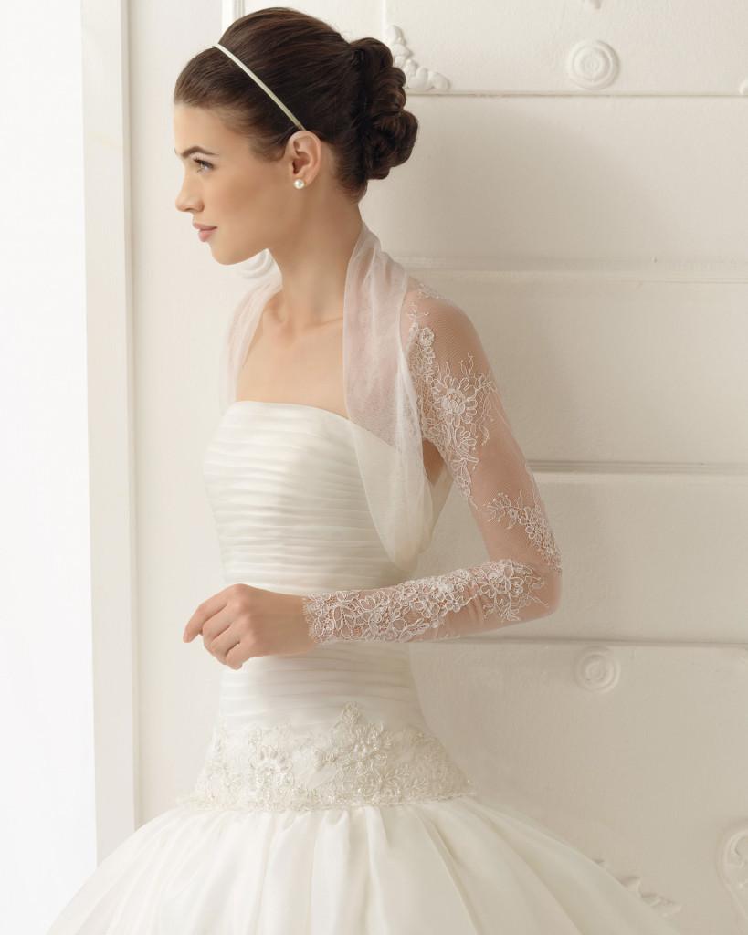 Brautkleid mit transparentem Arm - AIRE Barcelona