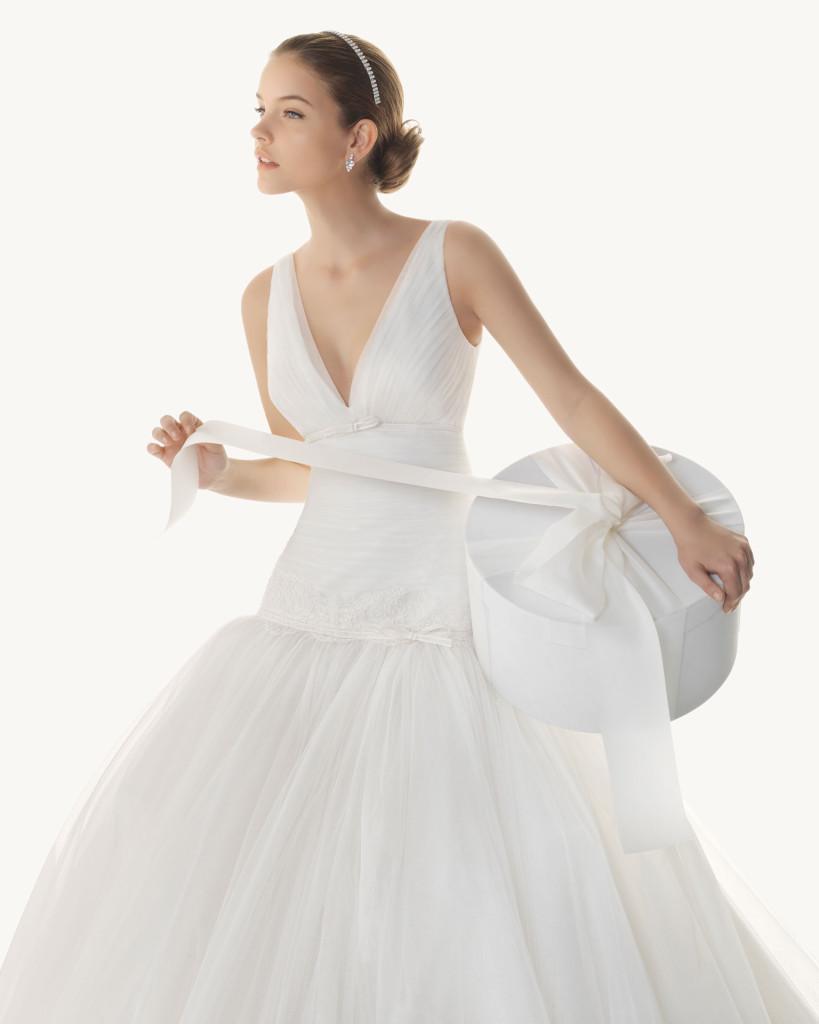 Hochzeitskleid mit tief angesetztem Tüllrock, Rosa Clara 2013