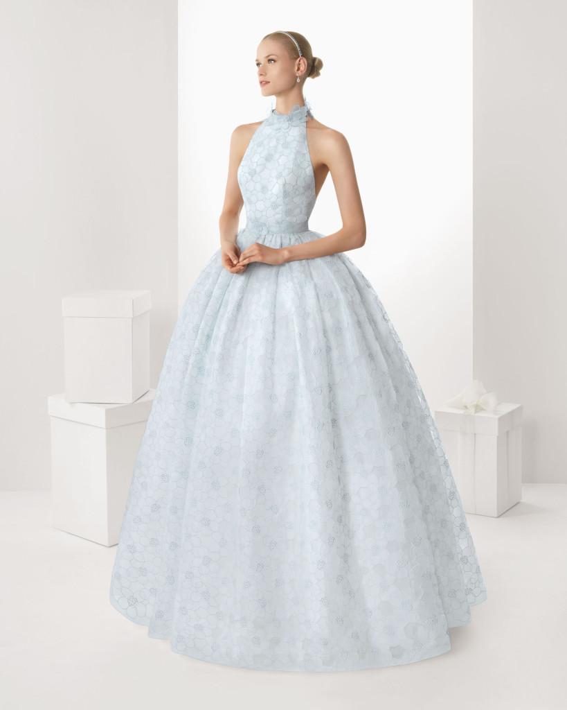 ... Hochzeitskleid in hellblauer Spitze. Brautmode Kollektion 2013, Rosa
