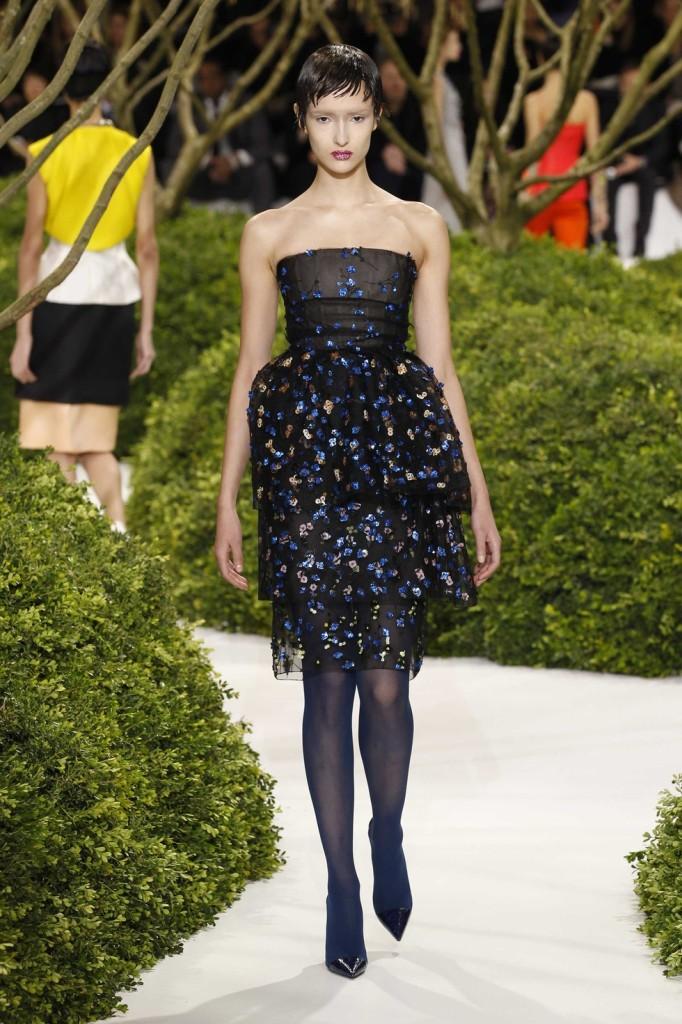 Dreilagiges besticktes Cocktailkleid schwarz, Dior