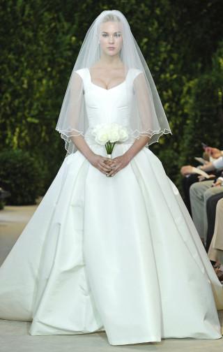 Brautkleid mit tollem Dekolleté, Carolina Herrera