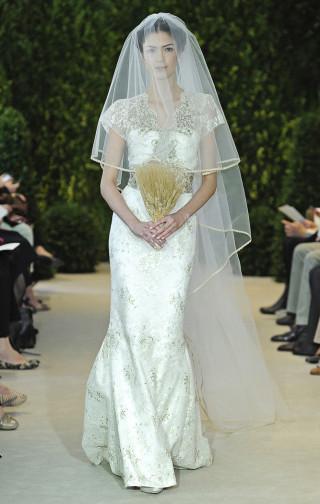 Brautkleid off-weiß mit Gold, Carolina Herrera