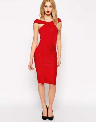 Rotes Kleid, Etuikleid