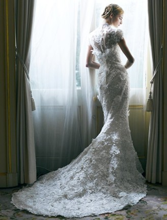 Brautkleid mit Schleppe. YUMI KATSURA