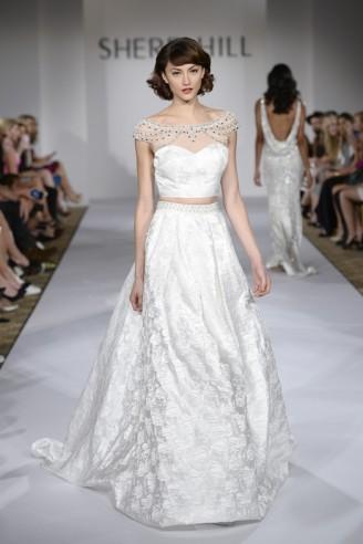 Weißes Ballkleid, Hochzeitskleid. Brokatstoff, leicht bauchfrei.