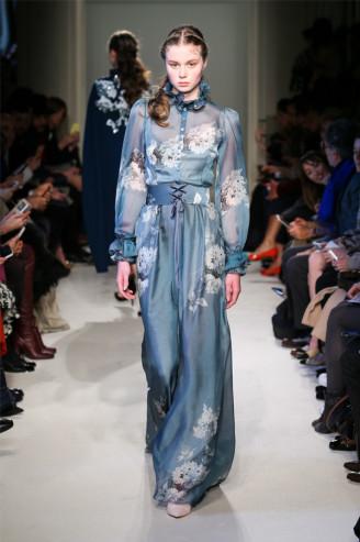 Luisa Beccaria Abendkleid langarm, blau mit Blumen