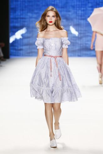 Sommerkleider 2017, hellblaues Kleid Lena Hoschek