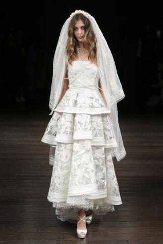 Hochzeitskleid in Stufen, Naeem Khan New York